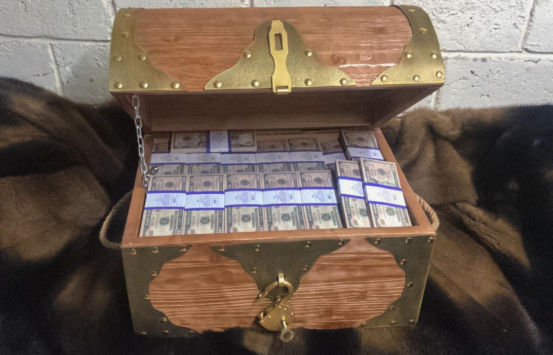 10 American dollars Prop Money Pirate Chest