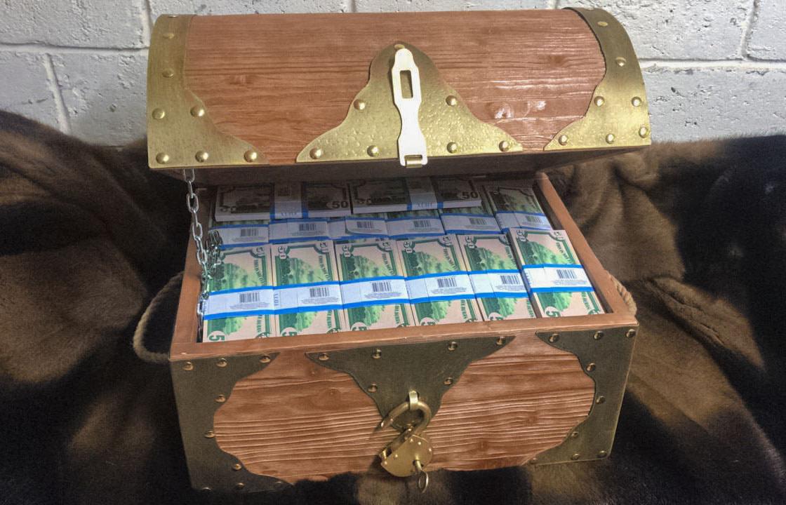 50 American dollars Prop Money Pirate Chest