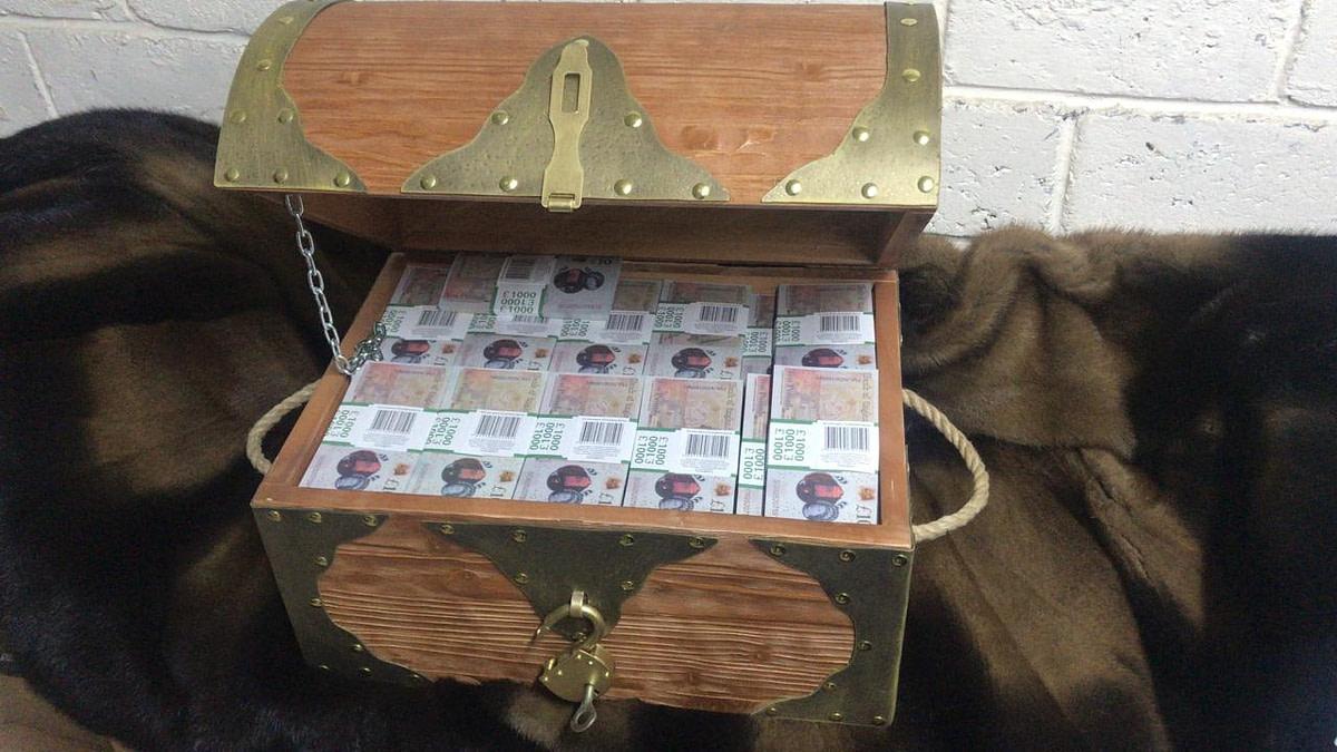 10 British pounds Prop Money Pirate Chest