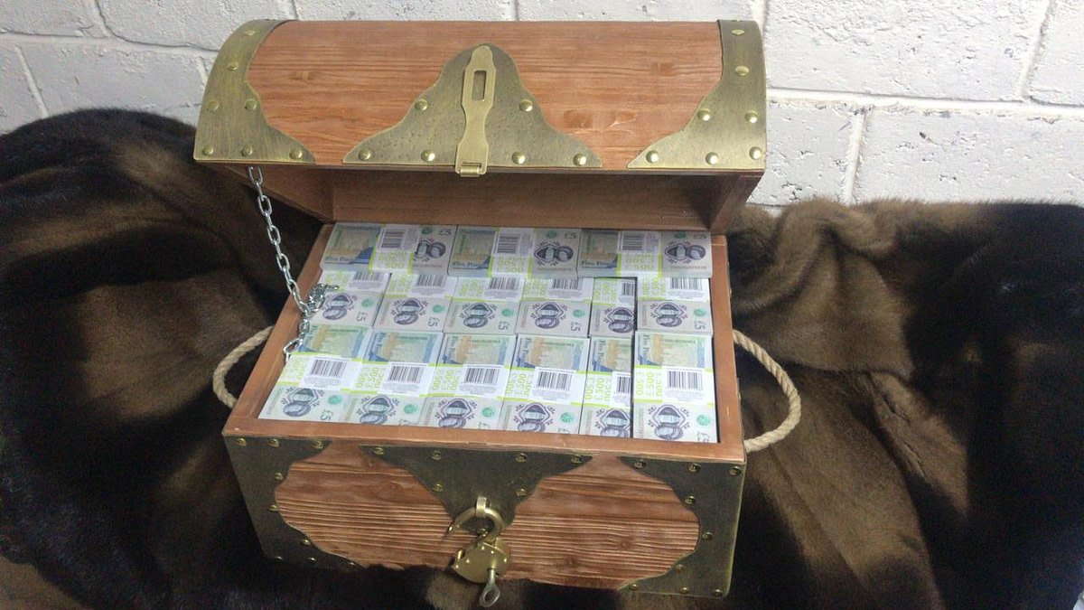 5 British pounds Prop Money Pirate Chest