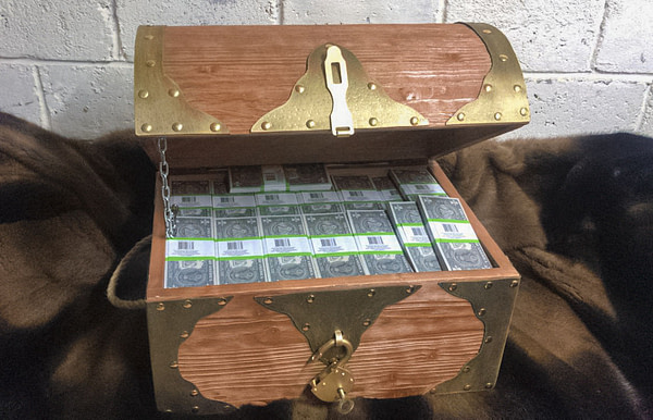 1 American dollars Prop Money Pirate Chest