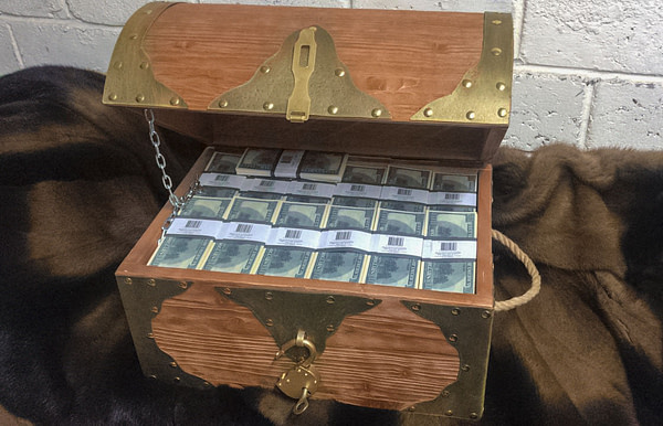 NEW 100 American dollars Prop Money Pirate Chest