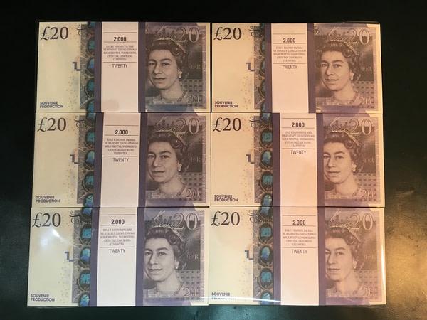 500 packs de faux billets de 20 livres sterling