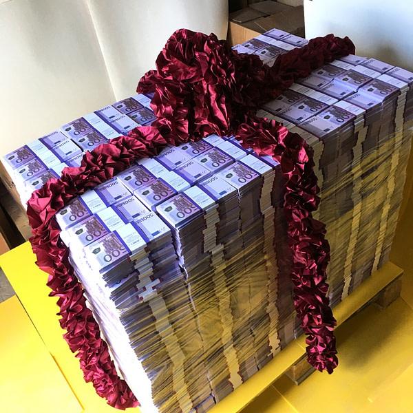 Palette d'espèces faux billets 500 euro (3864 paquets)