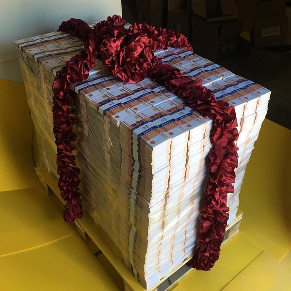 Palette d'espèces faux billets 5000 roubles russes (3864 paquets)