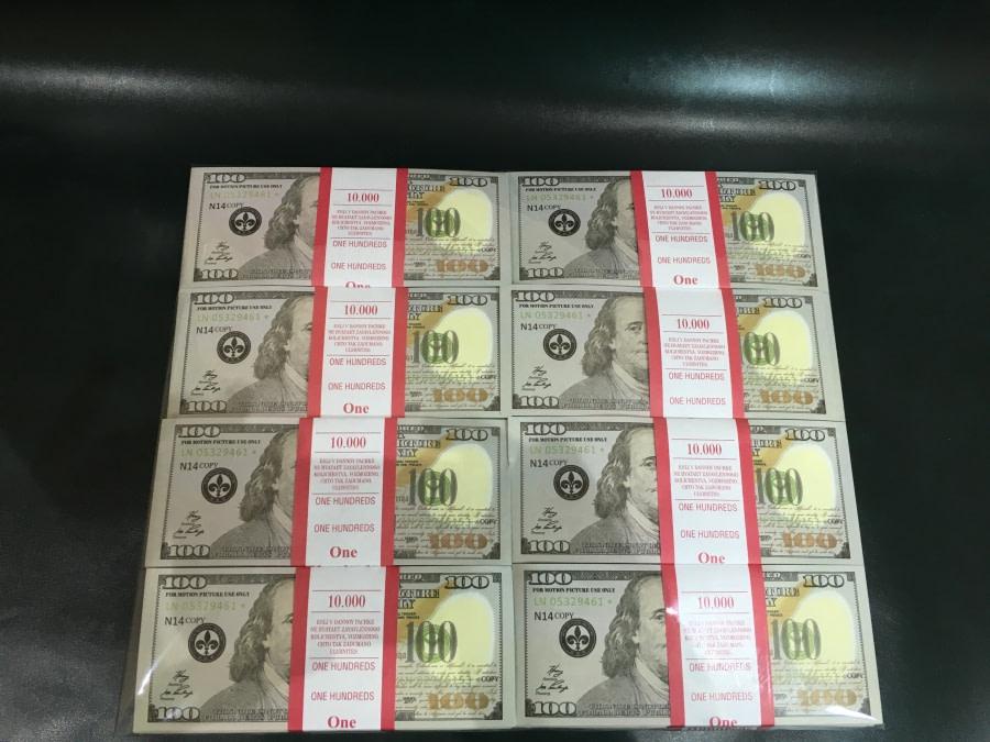500 packs de faux billets de 100 dollars américains