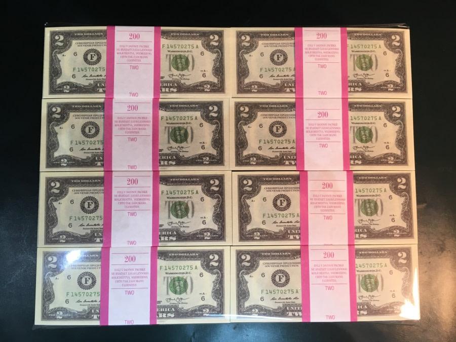 500 packs de faux billets de 2 dollars américains