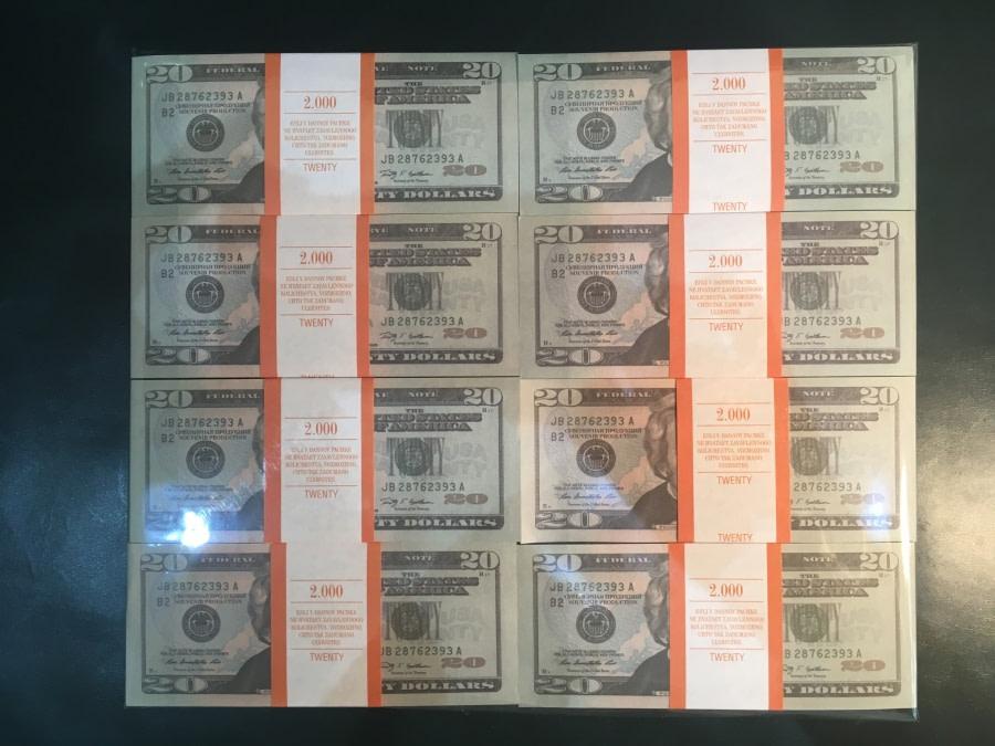 500 packs de faux billets de 20 dollars américains
