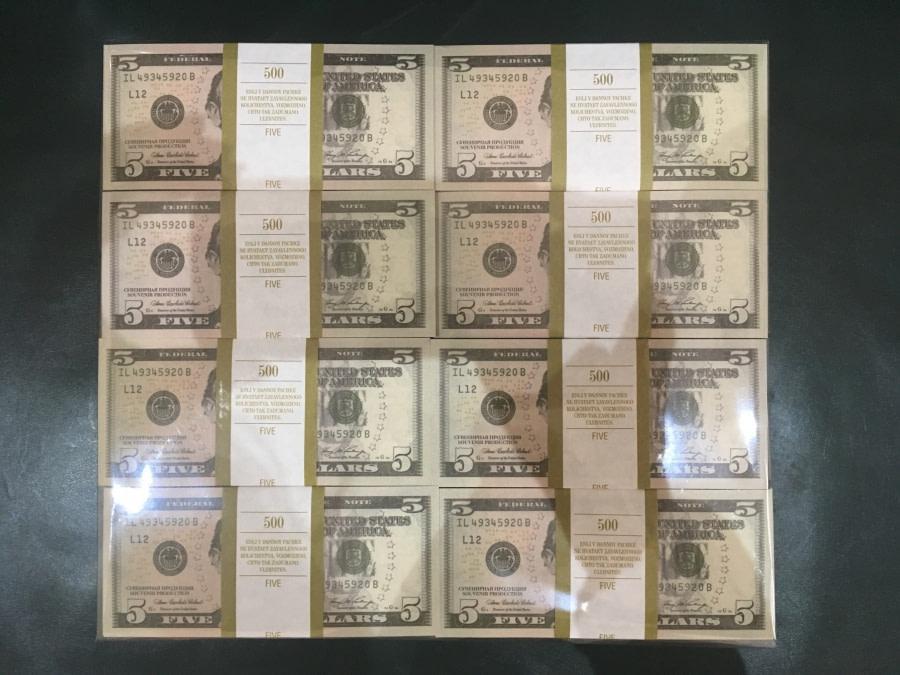 500 packs de faux billets de 5 dollars américains