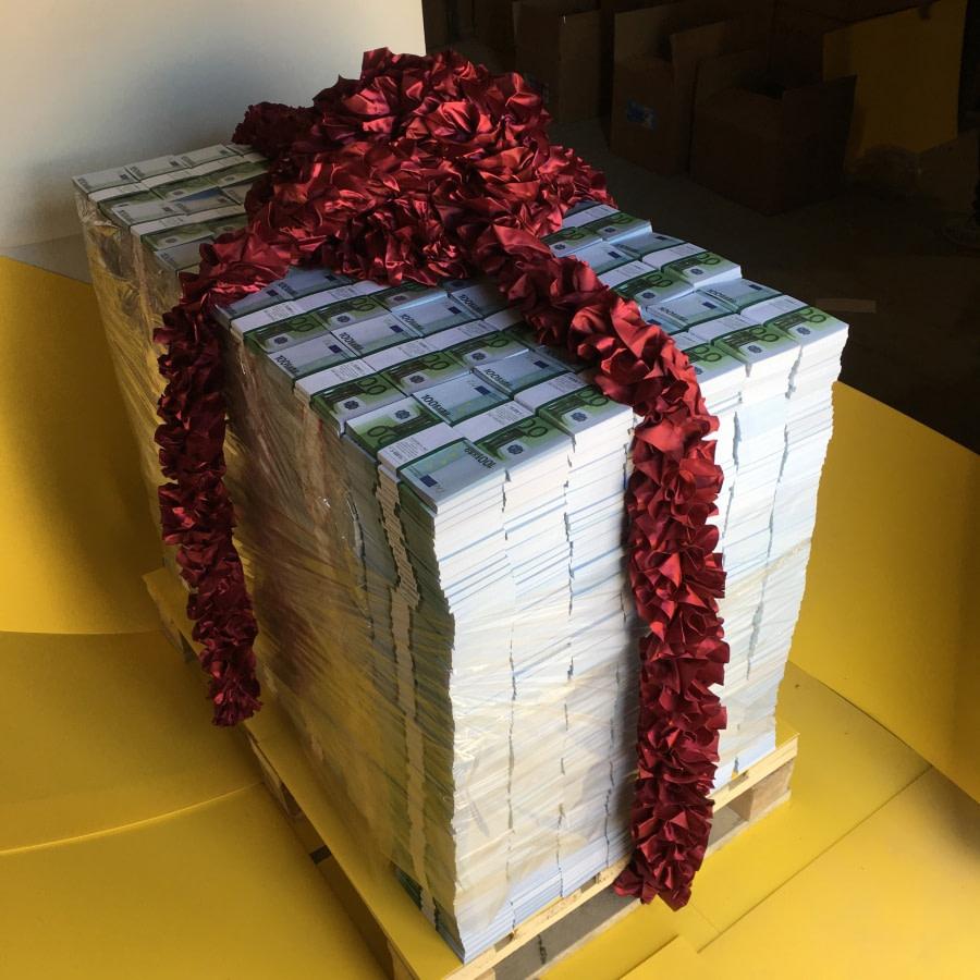 Palette d'espèces faux billets 100 euro (3864 paquets)