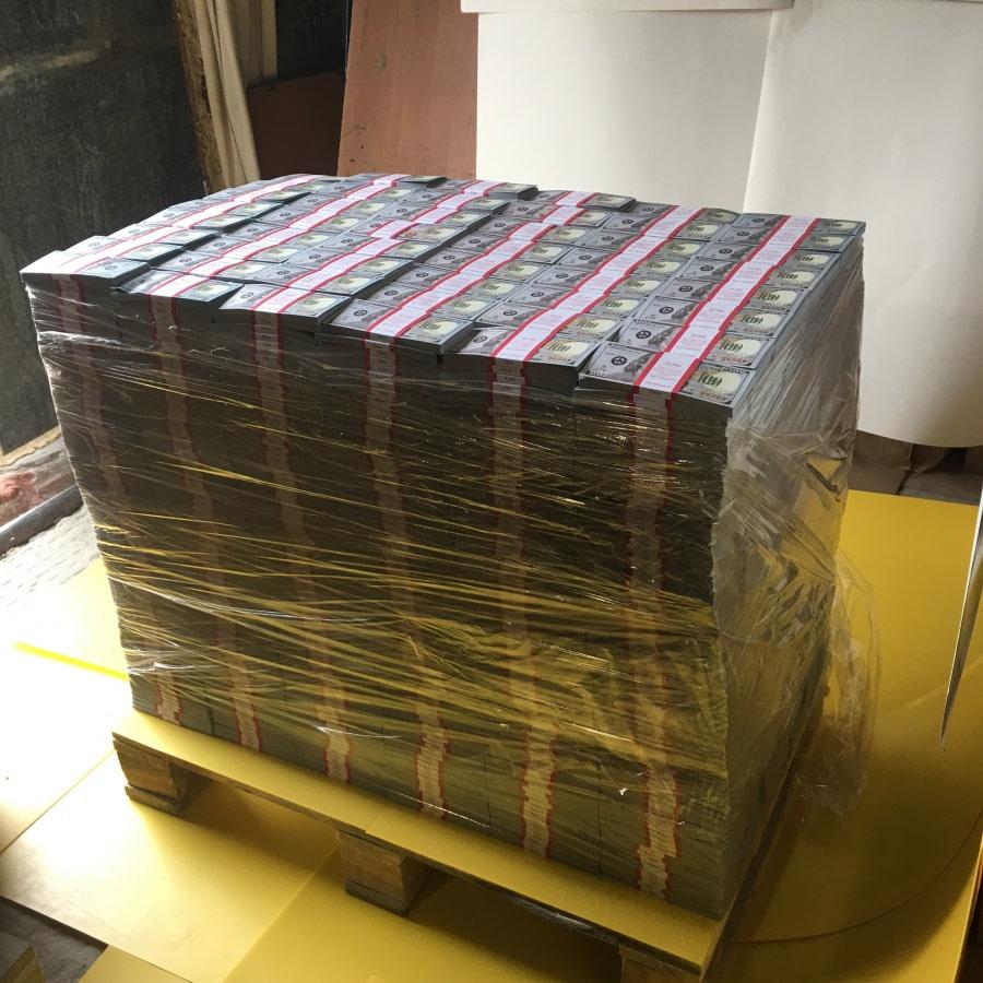 Palette d'espèces faux billets neuve 100 dollars américains (3864 paquets)